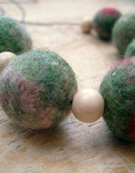 felt-bead-necklace